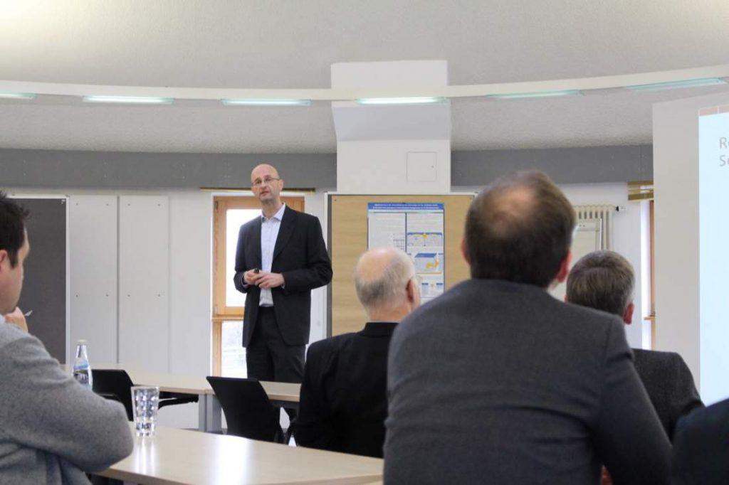 Peter Steinhoff, Vortrag, Tagungsraum, Don't outsource thinking, IT-Dienstleistungen, internationale Auslagerung, IT-Outsourcing, Indien