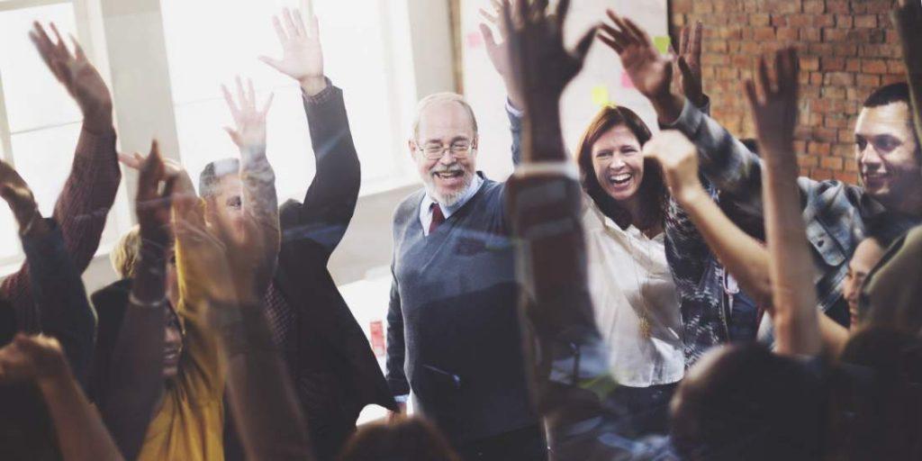 Mitarbeiter, Diversität, Altersunterschied, Belegschaft, Angestellte, Führungskräfte, Teamgeist, Gruppengefühl, Zusammenarbeit, Gemeinschaftsgefühl, Enthusiasmus, Elan, Projektmarketing, Change Management, Projektmanagement, Digitalisierung, digitale Transformation, ERP-Systemeinführung, IT-Implementierung
