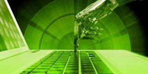 Roboterhand, Laptop, grün, Tippen, Tasten, Keyboard, Robotic Process Automation, RPA, Vorteile von RPA, Softwareroboter, Software-gestützter Ansatz, Automatisierung von Controlling-Prozessen, Optimierung manueller Prozesse, Finance und Controlling verbessern, Prozessoptimierung