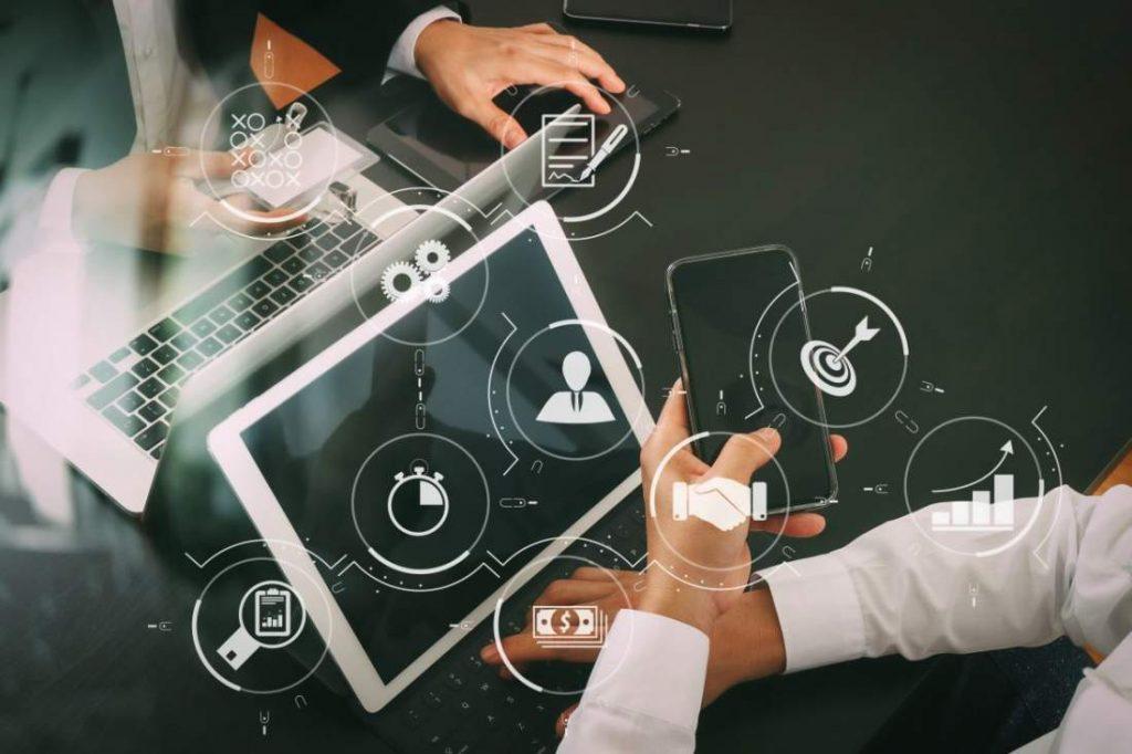 IT devices, Geräte, Netzwerk, Digitales Arbeiten, Arbeit 4.0, IT-Systemhaus, IT-Transformation, Interview, Enterprise Transformation Cycle