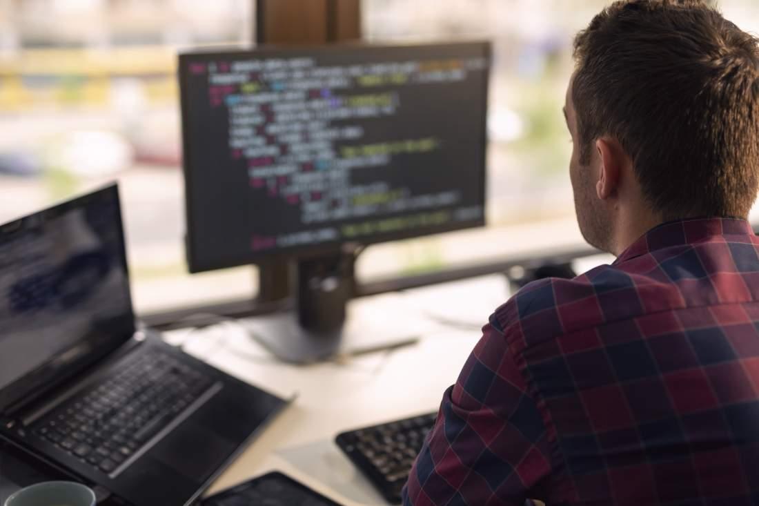 IT-Support, Programmierung, Programmierer, Büro, Mitarbeiter, Auslagerung der IT nach Indien, Erfahrungswerte, IT-Outsourcing nach Indien, Studien zum Outsourcing, Interview