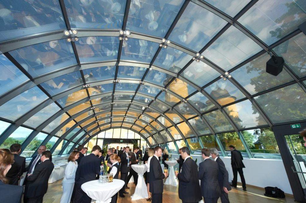 Schloss Montabaur, Event, Business-Veranstaltung, Glasdach, Pause, Snacks, Get-together, Networking, Mittelstand, TCI-Event, Change Management im Digitalen Wandel, Change Management, Digitalisierung, Eintscheidungsträger im Mittelstand