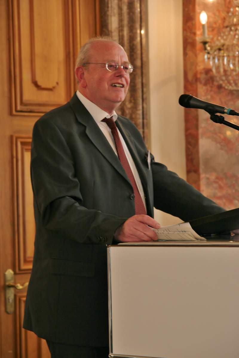 Wolfgang Schnober hält eine Festrede bei der Fünfjahresfeier der TCI