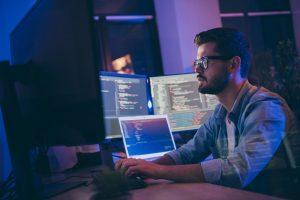 ITSM-Strategie, IT-Mitarbeiter, Serviceorientierung, Programmierer