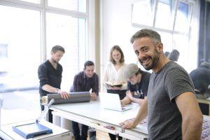 Transformationen in KMU-kleines Unternehmen mit Mitarbeitern am Arbeitsplatz-kleine Unternehmen transformieren